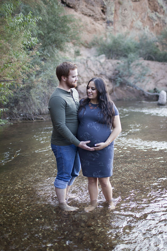 couple-salt-river-maternity