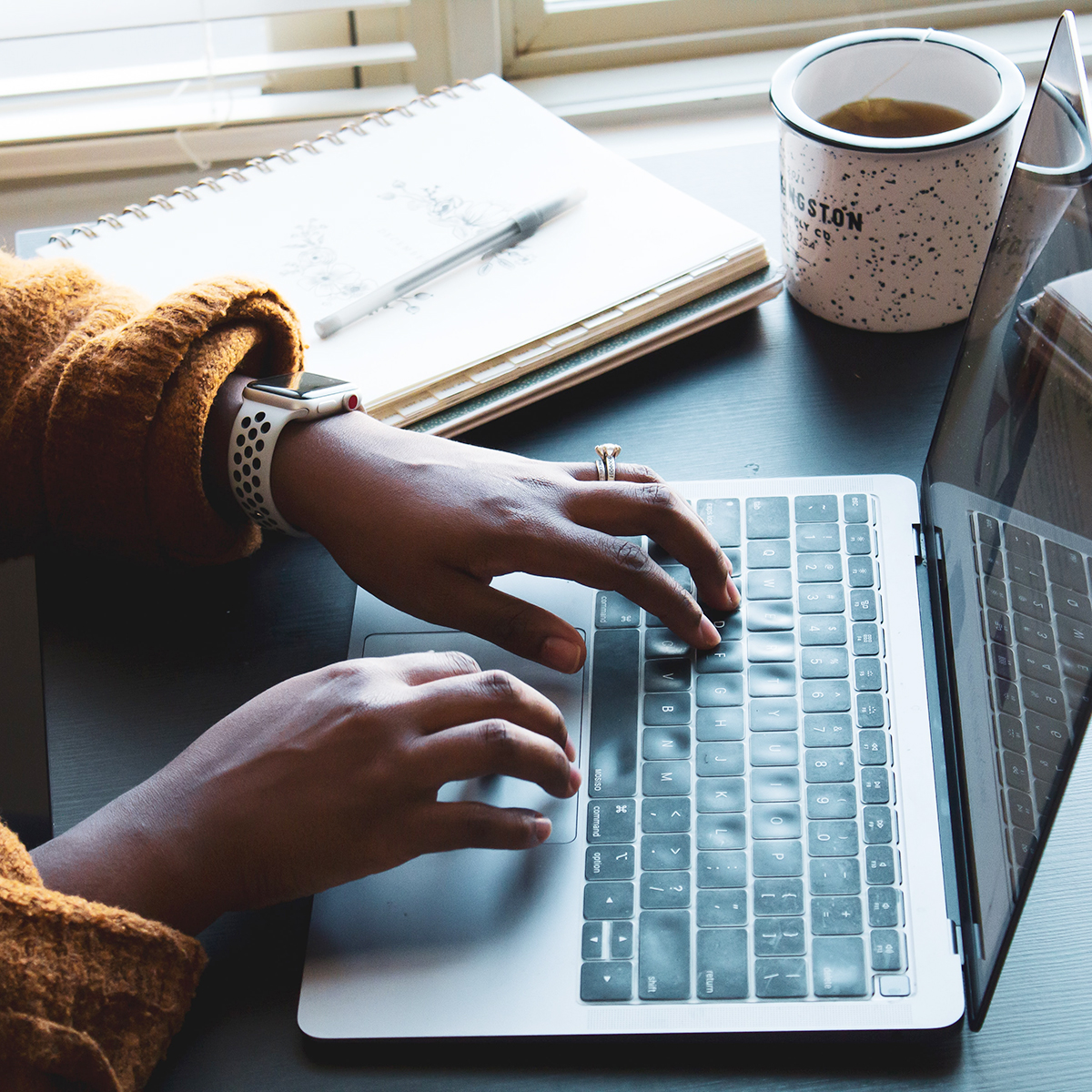 laptop-blog-writing